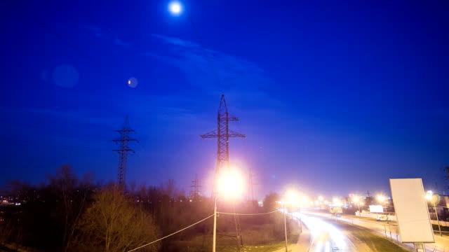 Strommasten am Abend und Hyperlapse