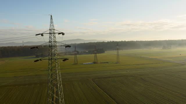 LUFTBILD Strommasten auf dem Feld