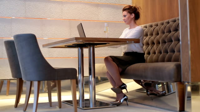 Elegant business woman in a cafe