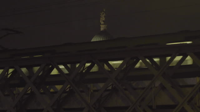 MS, elevated train passes with historic capital building / dome at rush hour, U.S. / Europe / Ireland / DublinEurope