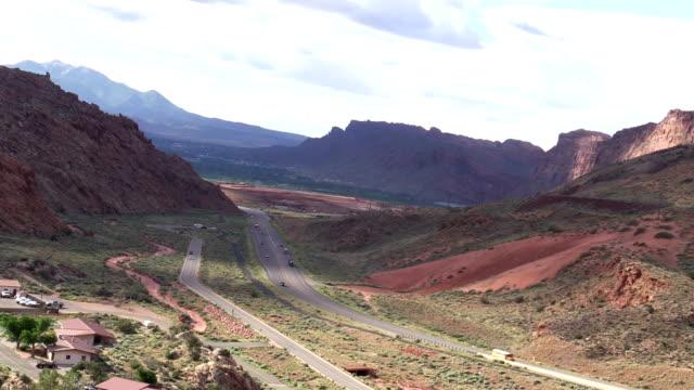 Erhöhte Ansicht von Verkehr auf US191 ib sunner außerhalb Moab Utah