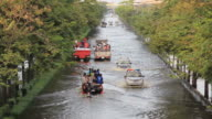 Notfall-truck führen die Patienten im Krankenhaus auf Hochwasserlage.