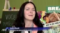 Empezar un colegio nunca es facil especialmente en zonas pobre pero los profesores y padres en Chicago recurren a Internet para conseguir...