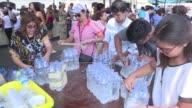 En el Palacio de Gobierno de Lima reunen viveres y ropa para enviar a las zonas de Peru afectadas por avalanchas lluvias e inundaciones que han...