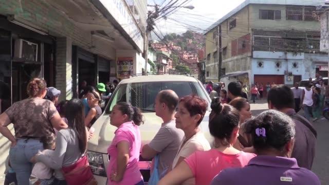 En los primeros meses del ano hubo mas de 250 saqueos o intentos en Venezuela y solo en mayo mas de 170 protestas en rechazo a una severa escasez de...