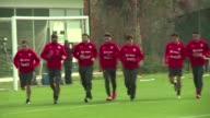 En medio de fuertes medidas de seguridad La Roja chilena empezo sus entrenamientos para la Copa America 2015 con el sueno como anfitriones de...