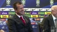 En su primer encuentro con la prensa como nuevo entrenador de Brasil Dunga aseguro que no va a vender un sueno