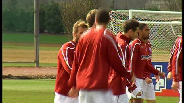 England squad training Wayne Rooney and England squad stretching Beckham Ferdinand and Michael Carrick warming up Joleon Lescott Carlton Cole and...