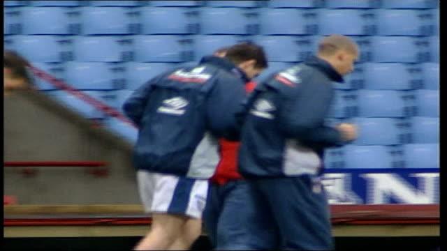 Birmingham Villa Park EXT England football team training as SvenGoran Eriksson looks on / Joe Cole Michael Owen David Beckham David James and other...