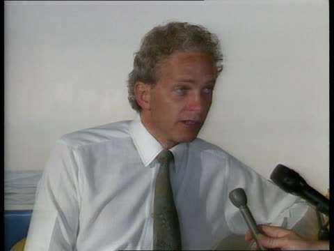 Day 3 INT MS David Gower sits down as other players around TCMS David Gower intvw SOF TX 10989/900pm