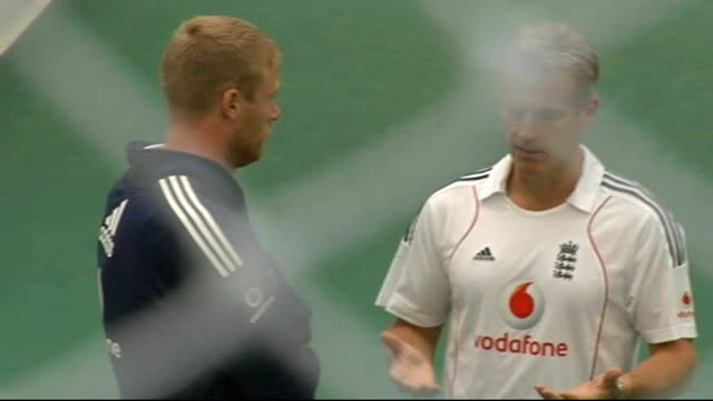 Players training / interviews ENGLAND Yorkshire Leeds headingley INT Andrew Flintoff doing boxing training with the England cricket team / players...