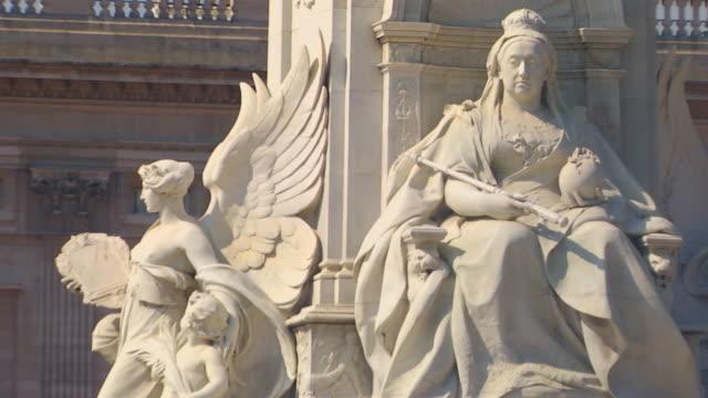 EnglandQueen Victoria Statue