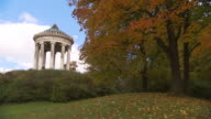Englischer Garten - Monopterus,  lawn, trees, sunny, blue sky, panning shot