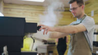 Espressomachine maakt stoom