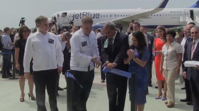 Estados Unidos y Cuba reestablecieron los vuelos regulares tras mas de medio siglo de suspension de trafico aereo con un avion que despego de Fort...