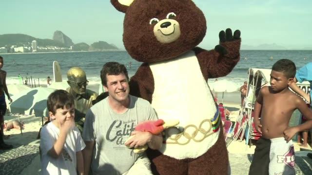 Este viernes las mascotas de los Juegos Olimpicos de Moscu Atenas Pekin y Londres visitaron Rio de Janeiro donde el proximo lunes se presentara a su...
