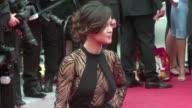 Estrellas como Eva Longoria Alice Braga y Jessica Chastain lucieron despampanantes este lunes a pesar del fuerte viento que soplo en la alfombra roja...