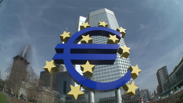 WS Euro sign with European central bank in background / Frankfurt, Hessen, Germany