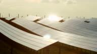 HD sera di sole in pannelli solari Time Lapse (4:2: 2 a 100 Mb/s)