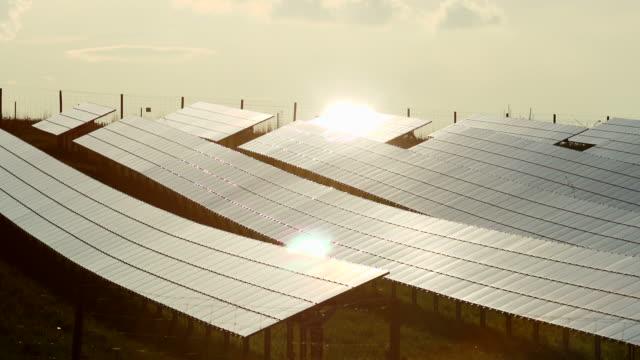 HD Abend Sonne auf Solarzellen Zeitraffer (4:2: 2 @100 Mbit/s)