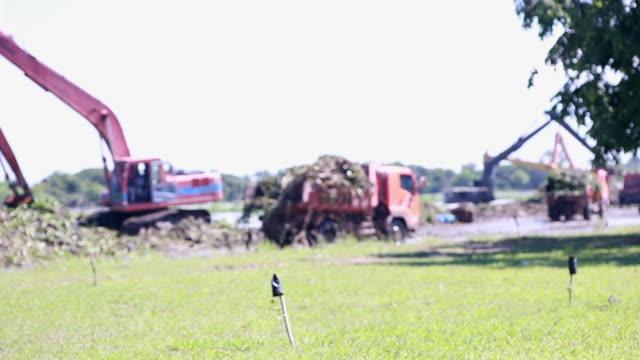 Graafmachines en vrachtwagen