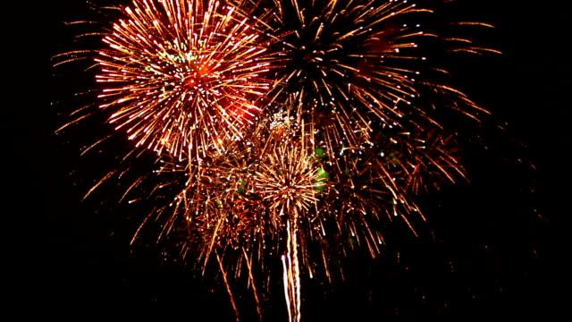 Aufregende Feuerwerk mit Ton und Jubeln der Zuschauer Audio