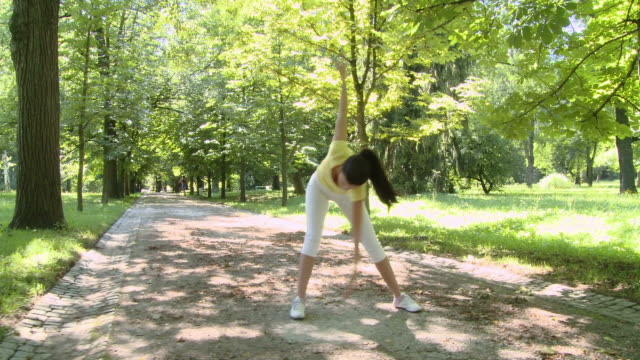 HD CRANE: Exercising In The Park
