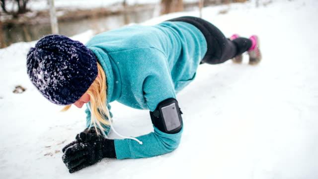 Esercizio in un freddo giorno d'inverno