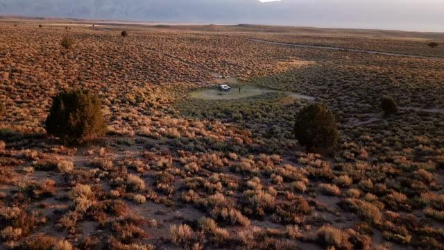 Expansieve veld onder Sunrise in vroege ochtend Californië wildernis