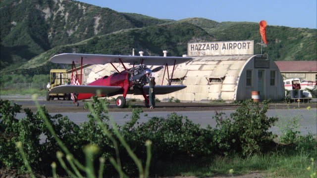 WS PAN Exterior shot of hazzard airport