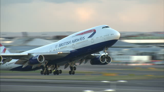 Exterior side view ba british airways boeing 747 plane for Boeing 747 exterior