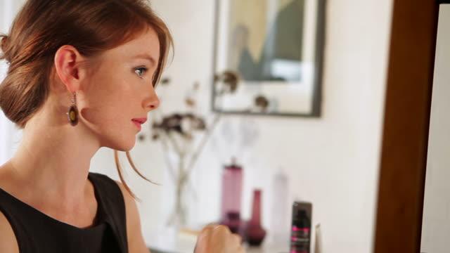 Gesichtsbehandlung mit Abend-make-up er GL