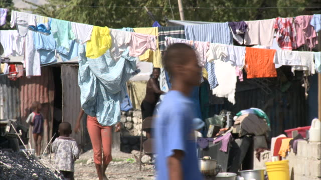MS Families living in metal shanty shacks with clothes hanging from lines / Haiti
