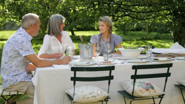 WS Family having dinner in garden / London, United Kingdom