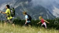 Famiglia escursioni In montagna