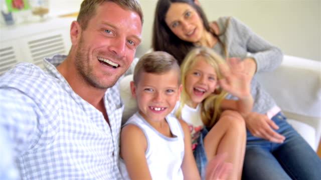 Familie machen eine selfie video wie zu Hause fühlen.