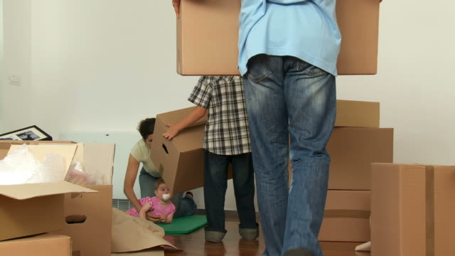 HD DOLLY: Family Unpacking In New Home