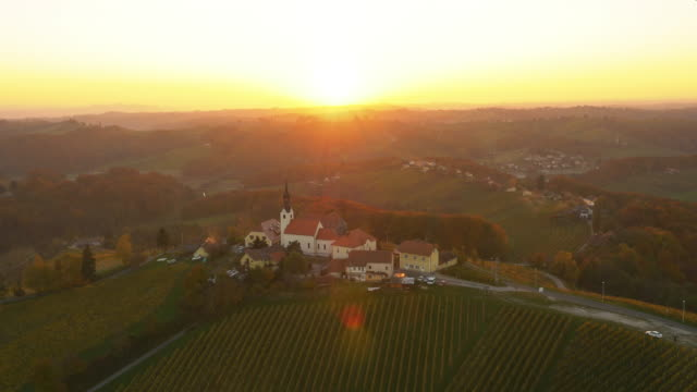 Luftaufnahme der berühmten Kirche Svetinje