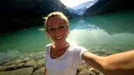 Famouse Ort Lake Louise selfie