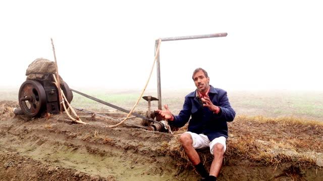 Farmer in das Feld