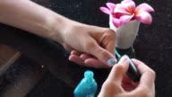 Fashion addicted...varnishing fingers in blue