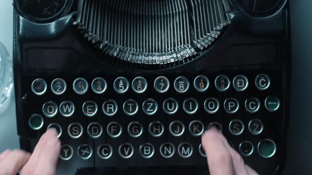 LD schnell Taste drücken auf alten Schreibmaschine