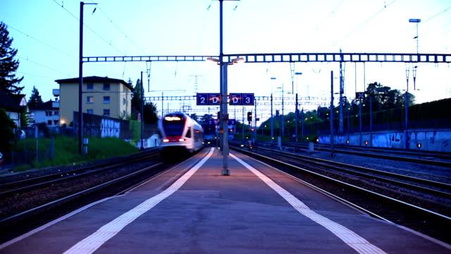 fast Zug übergeben station