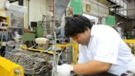 fat engineer repairs die of twin screw extruder