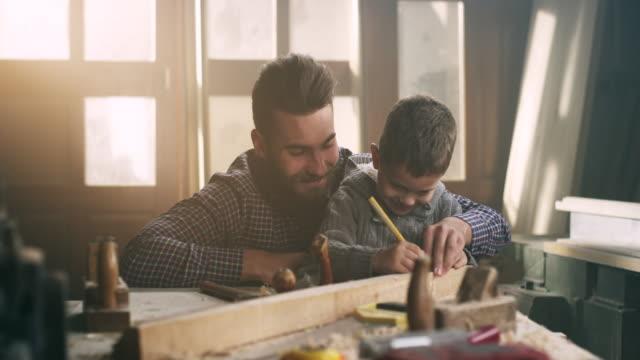 Padre e figlio carpentieri