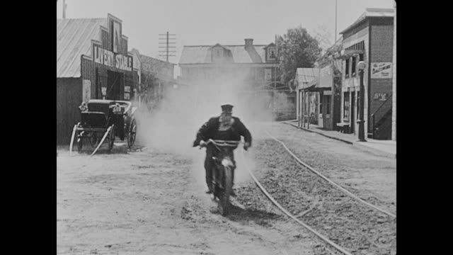 Fatty Arbuckle, Buster Keaton, and their supervisor chase a group of bank robbers and the group of men jump onto a horse trolley and take off, leaving the three in their dust