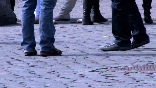HD Feet walking in the city and pigeon