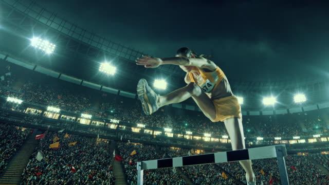 Sportlerin Hürde auf Rennen
