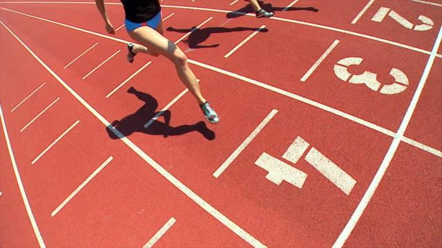 HD-SLOW-MOTION: Weibliche Athleten