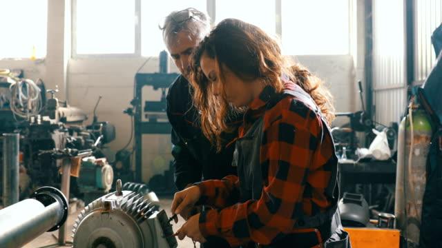 Weibliche Fahrrad Mechaniker